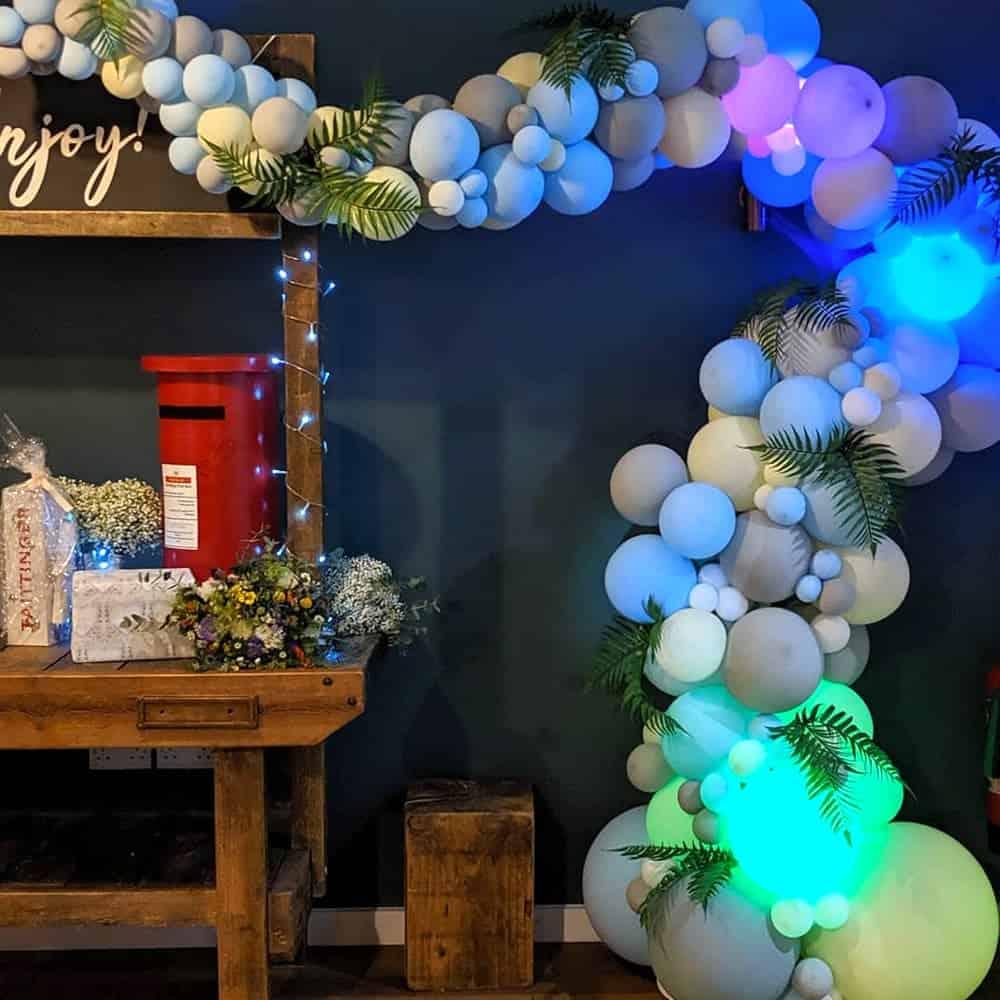 Illuminated wedding balloon-decorations
